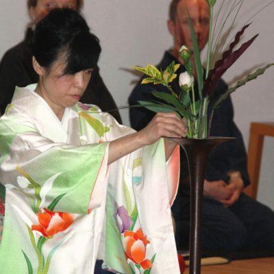 Ikebana Blumenkunst - Sachiko Oishii Hess