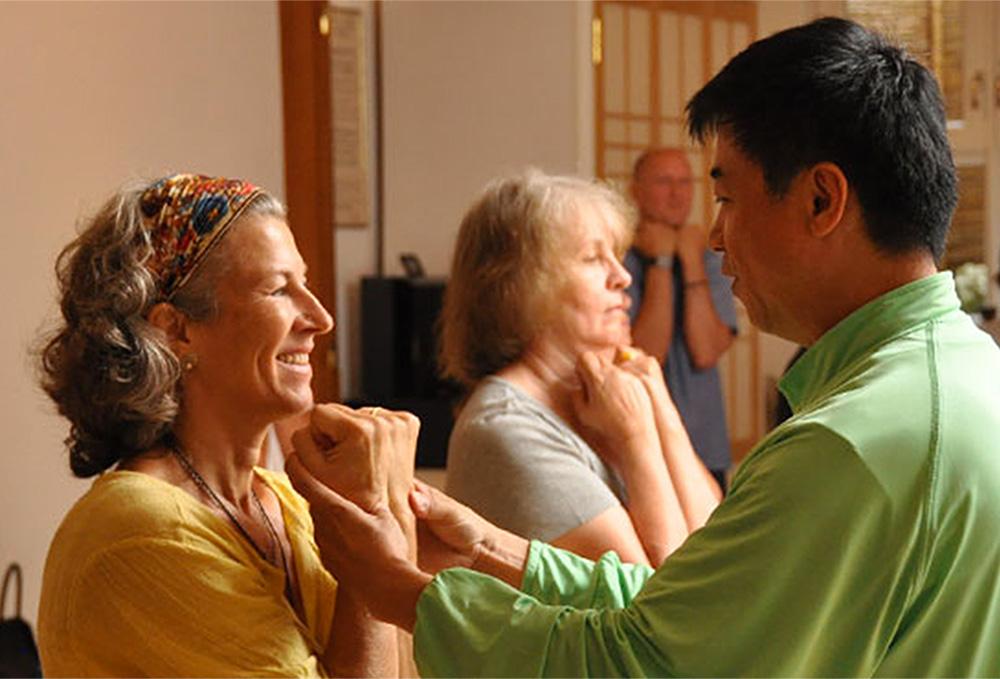 Entspannungstrainer bei QiGong Übung